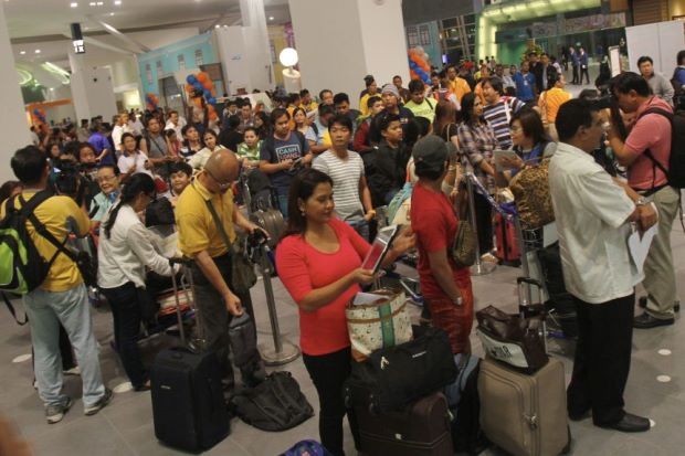 Filepic shows crowd lining up at the new klia2.