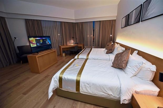 The d'Sora Hotel's executive suite is fully equipped with facilities that are available in five-star hotels, including WiFi access and television with satellite channels.