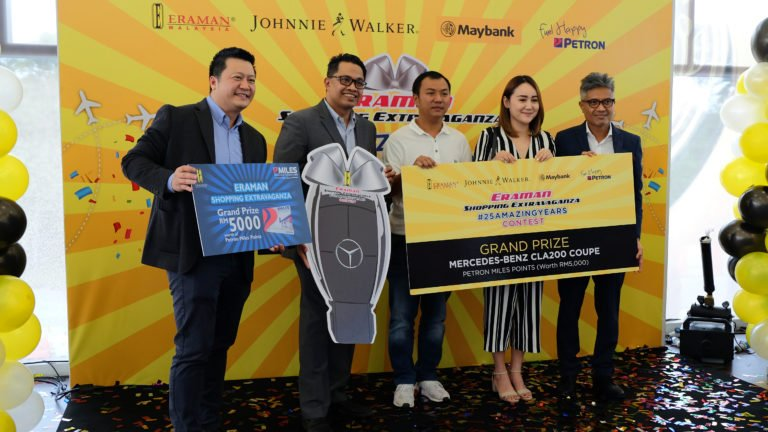 Housewife Phan Siew Lee was one of two grand prize winners. She purchased duty free cigarettes and liquor products at Eraman Duty Free Emporium in klia2 international arrivals.