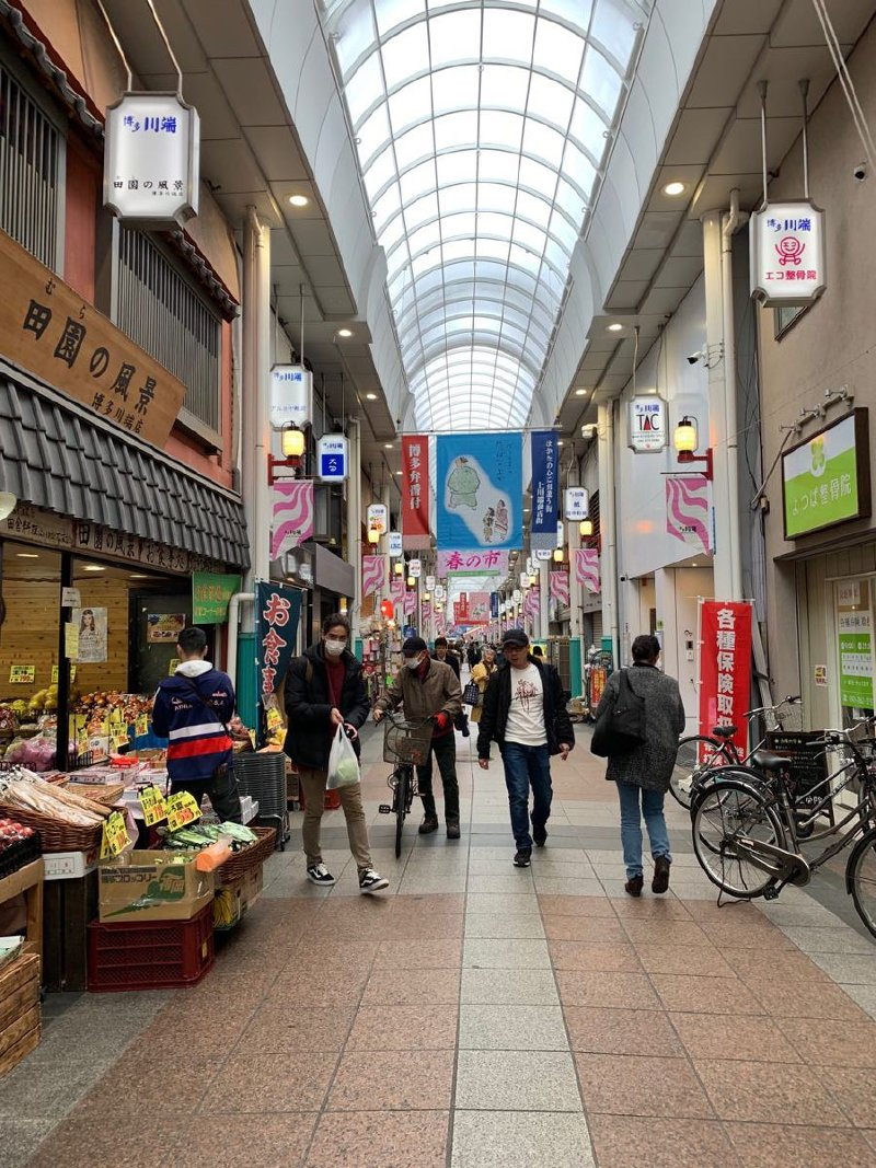 The 400 metres-long Kawabata Shopping Arcade boasts 130 shops selling everything from souvenirs and Japanese traditional clothing to Yamakasa festival merchandise.