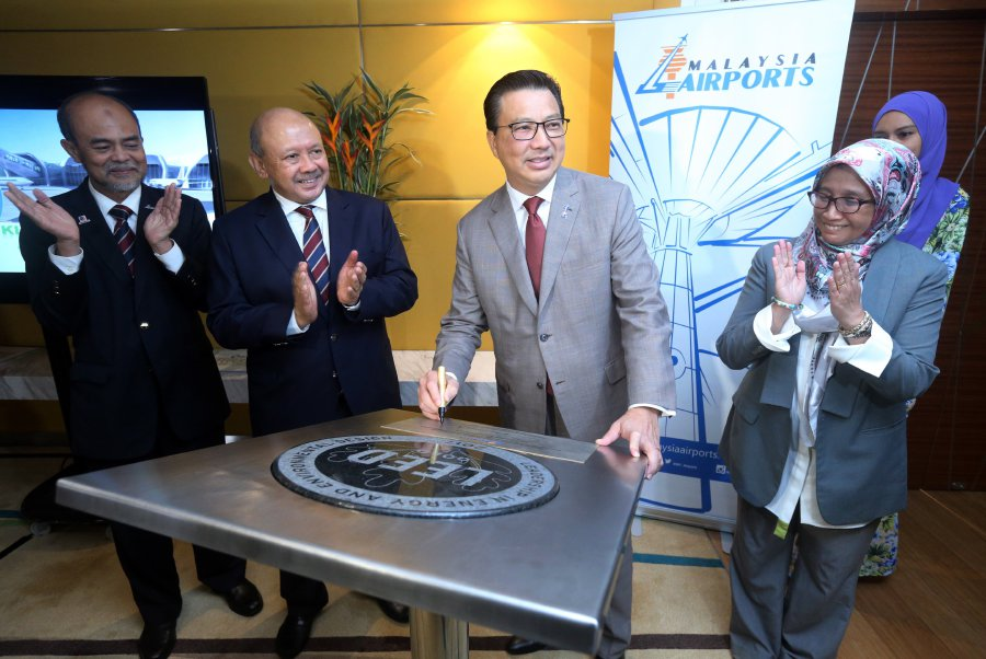 Transport Minister Datuk Seri Liow Tiong Lai signs the plaque during the the presentation of Gold Leadership in Energy and Environmental Design certification or Leeds Certificate to the Kuala Lumpur International Airport (klia2).