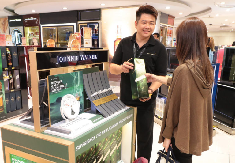 exclusive-for-travelers-johnnie-walker-island-green-is-now-available-in-klia-and-klia2