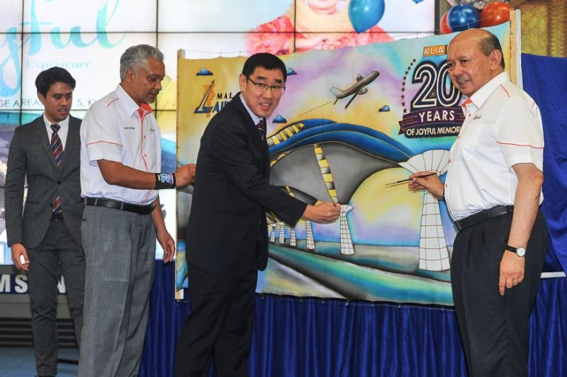 MAHB acting group chief executive officer Raja Azmi Raja Nazudin (centre) officiates the klia20th Anniversary celebration in KLIA, Sepang June 29, 2018. — Picture by Shafwan Zaidon