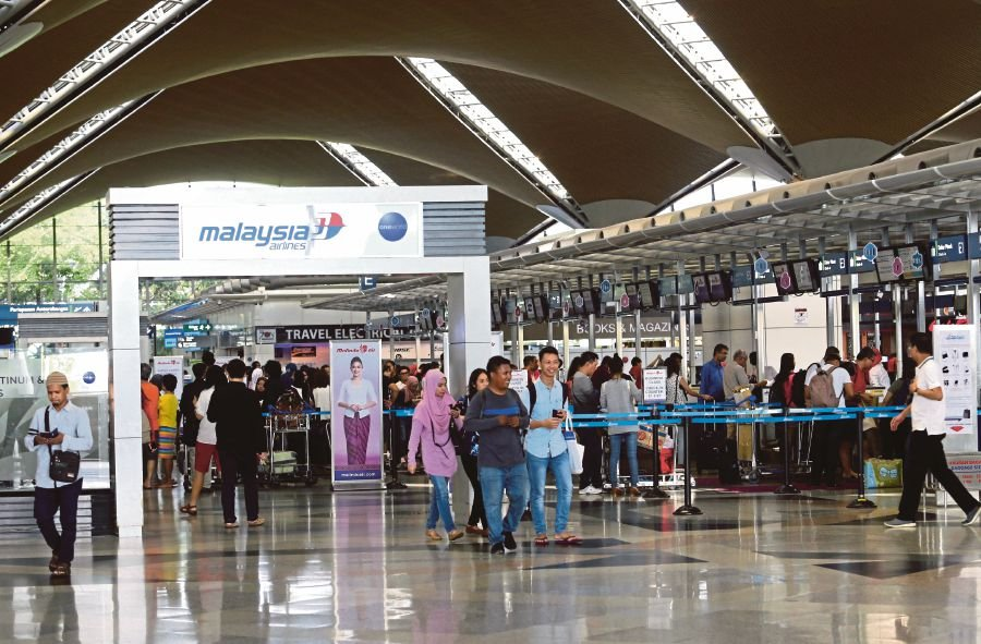 (File pix) Malaysians say the departure levy will not encourage domestic tourism. Pix by NSTP/Eizairi Shamsudin