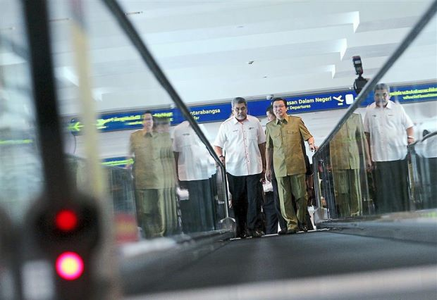 Time saver: Liow and MAHB managing director Datuk Badlisham Ghazali (left) trying out a new walkalator in klia2.