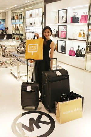 Soh Yien Yee shopping up a storm at the Michael Kors store in klia2