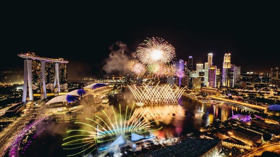 Epic 2020 NYE fireworks display in Singapore