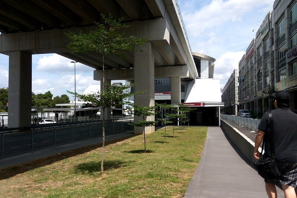 Walkway to the Bandar Puteri LRT station