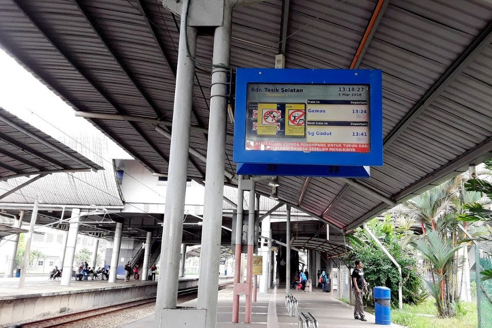 Train status monitor at the KTM station