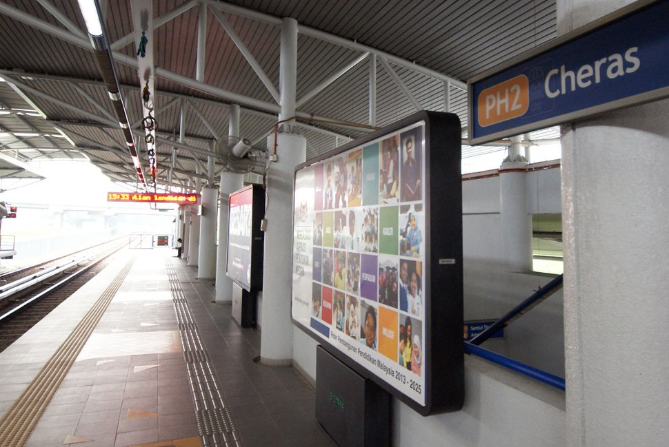 Boarding platforms at Cheras LRT station