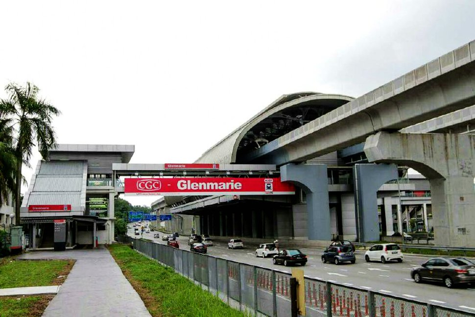 Pedestrian bridge to Glenmarie LRT station