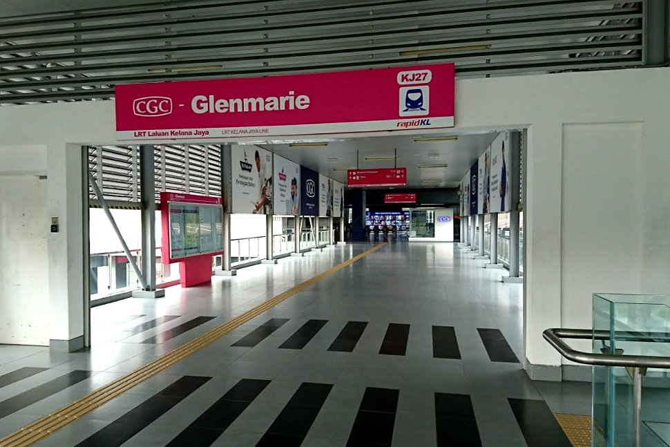 Concourse level at Glenmarie LRT station
