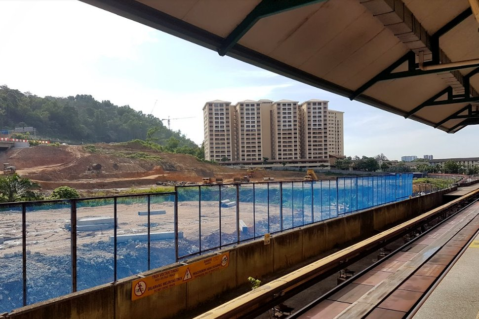 Boarding platform at Gombak LRT Station