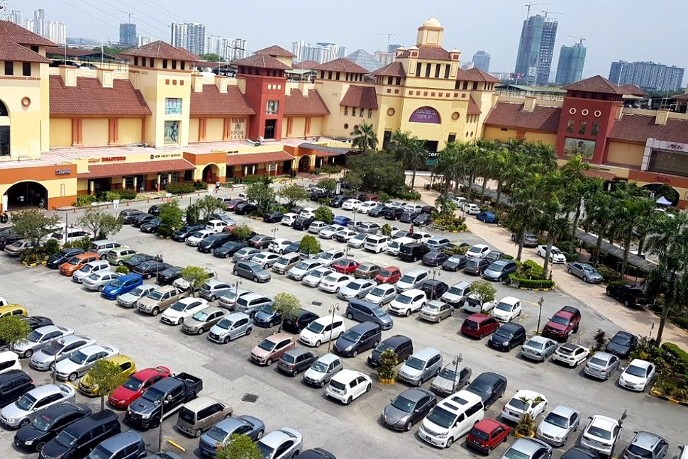 Cars parking at IOI Mall Puchong