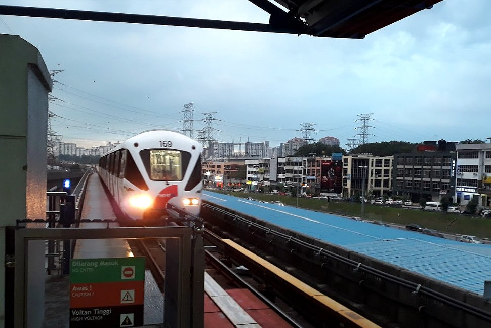 Train approaching the Kelana Jaya station