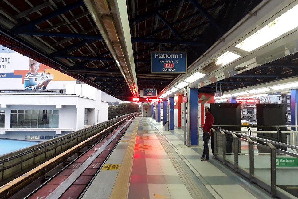 Boarding platforms at Kelana Jaya station