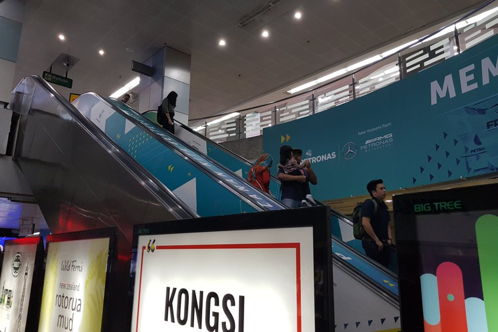 Escalator access to the concourse level