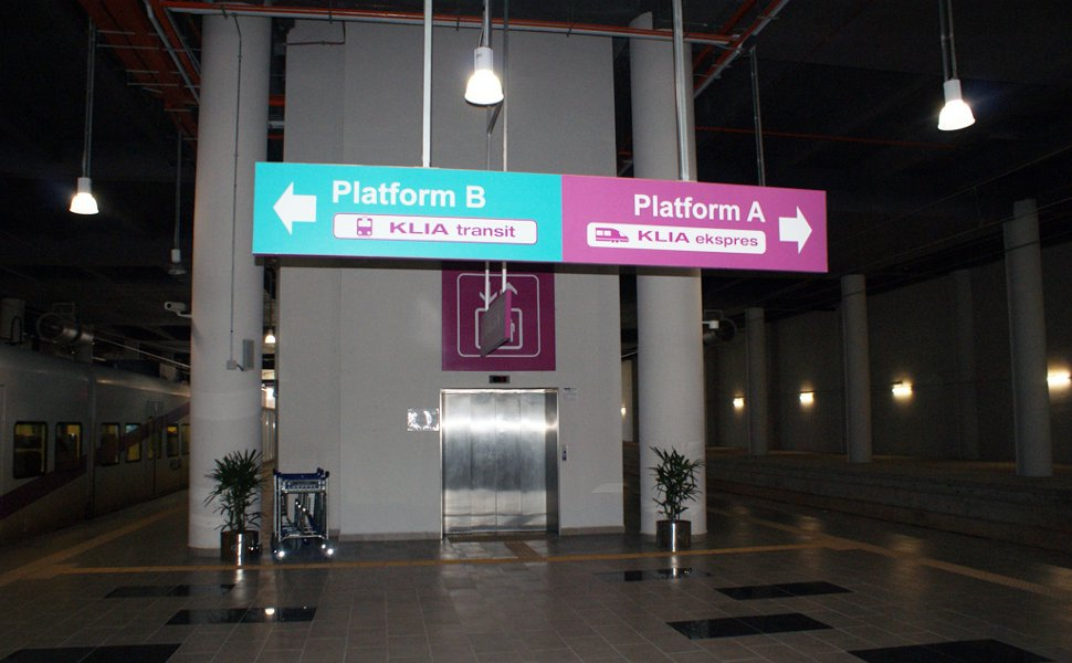 KLIA Transit and KLIA Ekspres boarding platforms