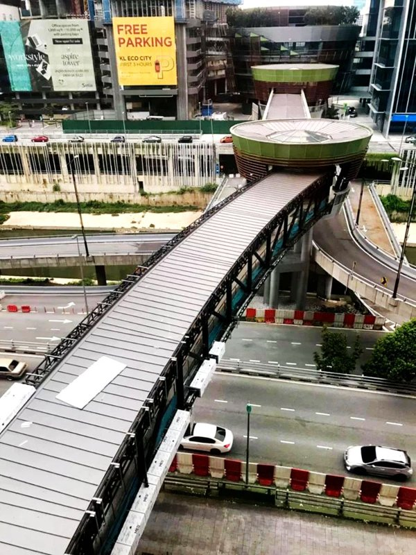 Pedestrian bridge connecting the Abdullah Hukum station and Mid Valley City
