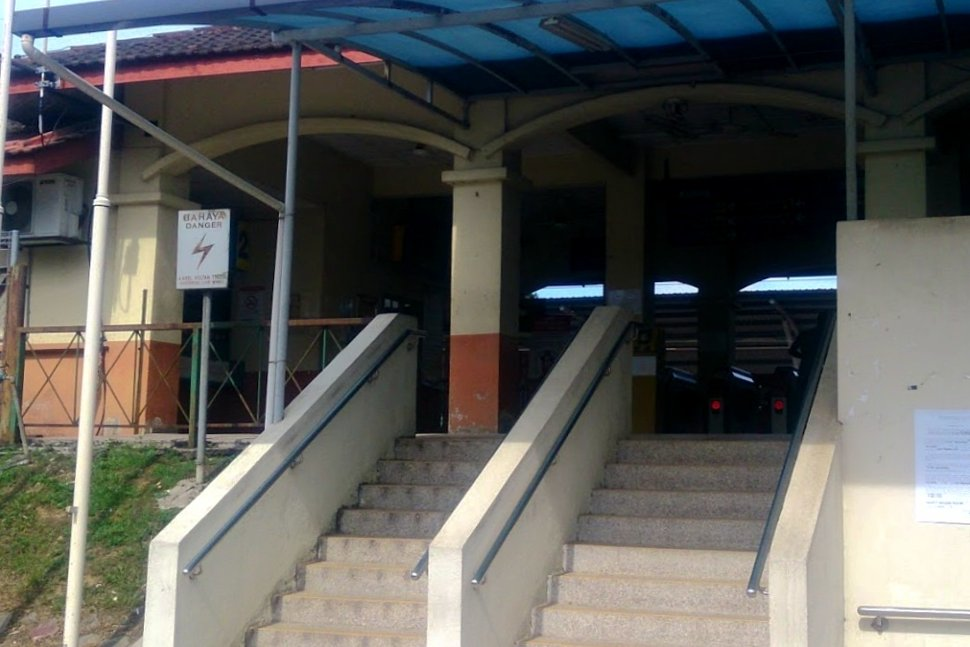 Entrance to the Kuang KTM Komuter station