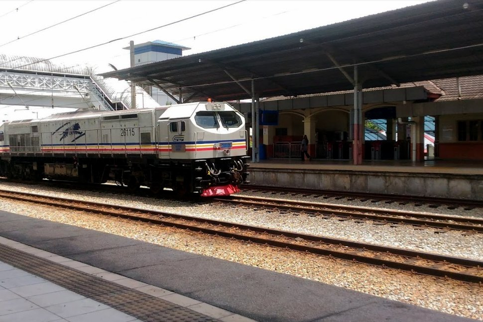 Boarding platform at Kuang KTM Komuter station