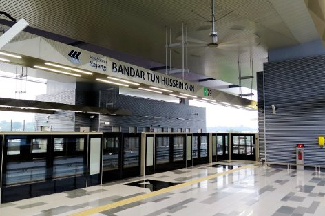 Boarding platform at Bandar Tun Hussein Onn station