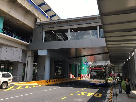 External view of the pedestrian link bridge over Jalan Sultan Mohamed