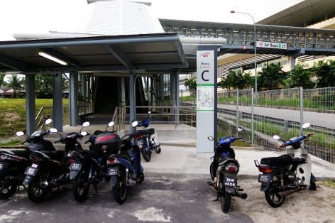 Entrance C of Sri Raya station