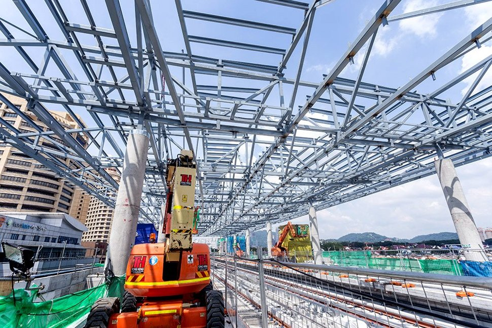 View of the station roof structure being installed at the Bandar Utama Station. (Dec 2015)