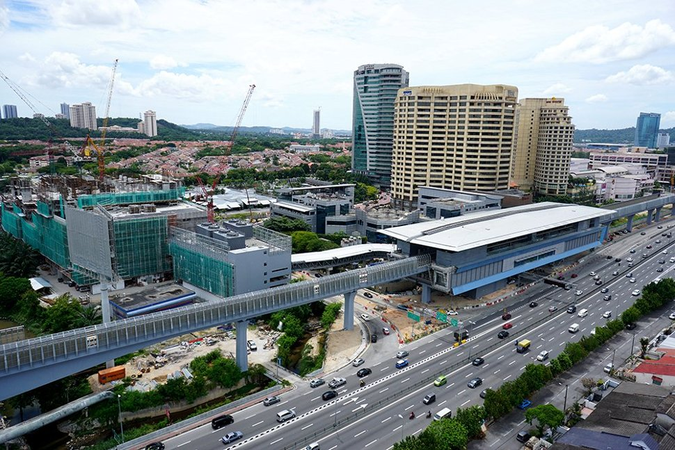 Aerial view of the Bandar Utama MRT Station. To its left is the 1Powerhouse building. (Sep 2016)