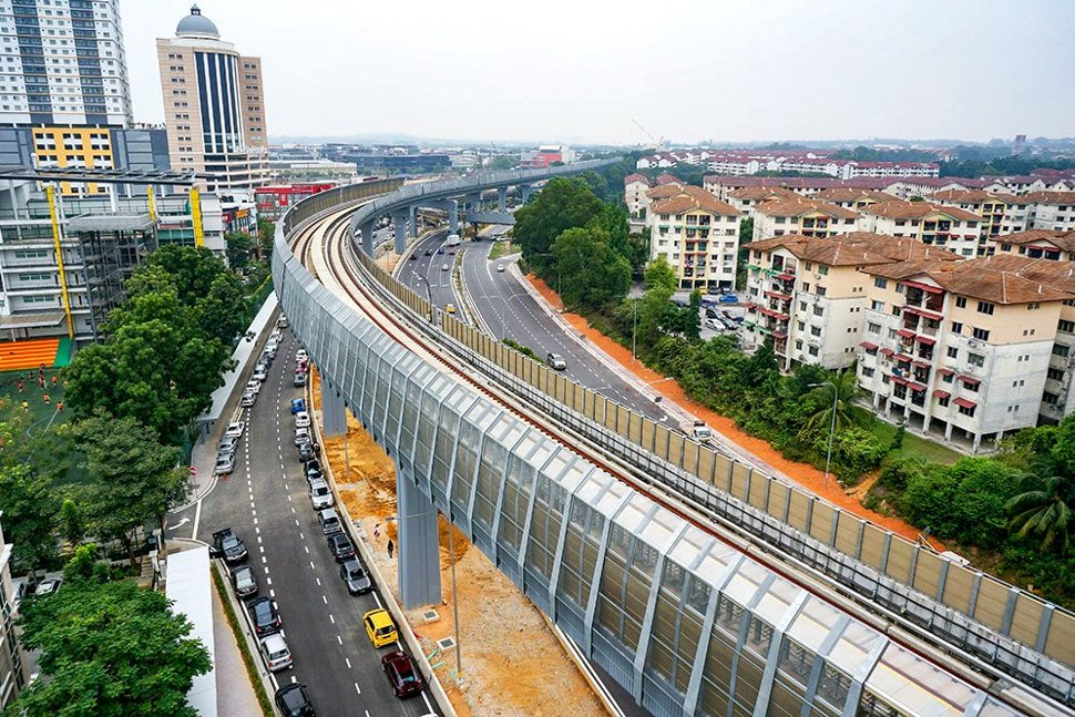 The guideway heading out of the Kota Damansara Station with sound barriers installed. (Nov 2016)