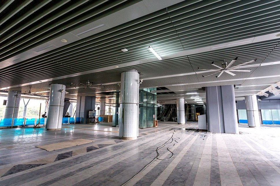 The concourse level of the Kwasa Damansara station with the big fan installed (Jun 2016)