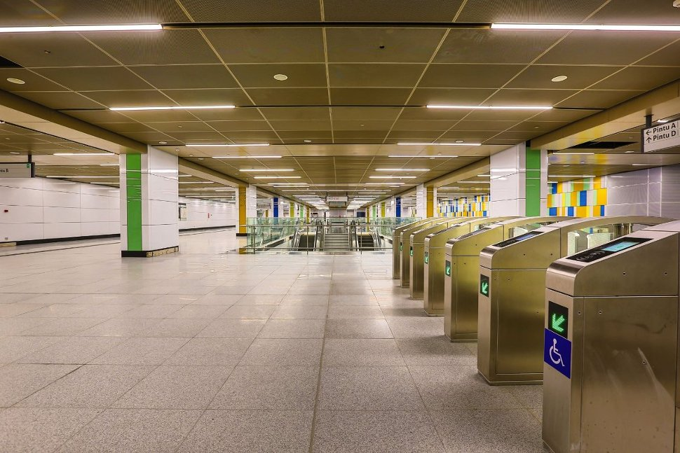 Concourse level of Maluri station (Jul 2017)