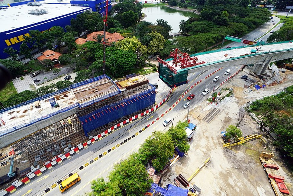The construction of special span of MRT guideway near IPC Shopping Complex in progress. (Jun 2015)
