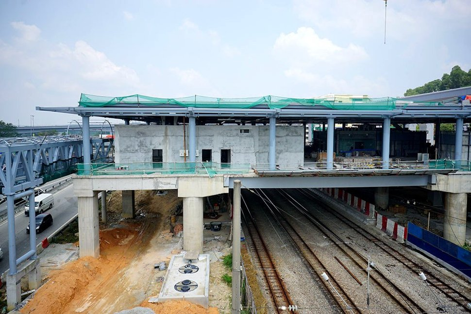 Construction at the concourse level of the Sungai Buloh Station in progress. (Mar 2016)