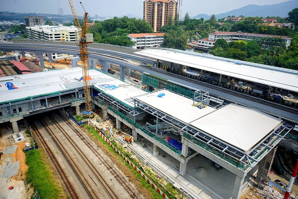 Ongoing works of the link between the Sungai Buloh KTM Komuter (left) and MRT Station (right). (Mar 2016)