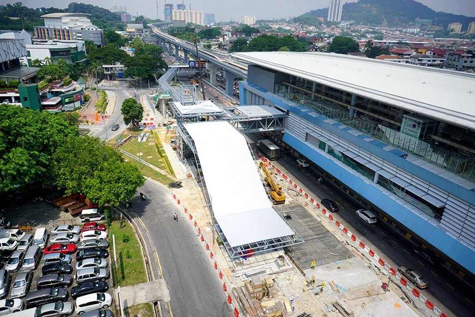 Ongoing construction of the pedestrian access to the entrance of the Taman Mutiara Station. Jul 2016
