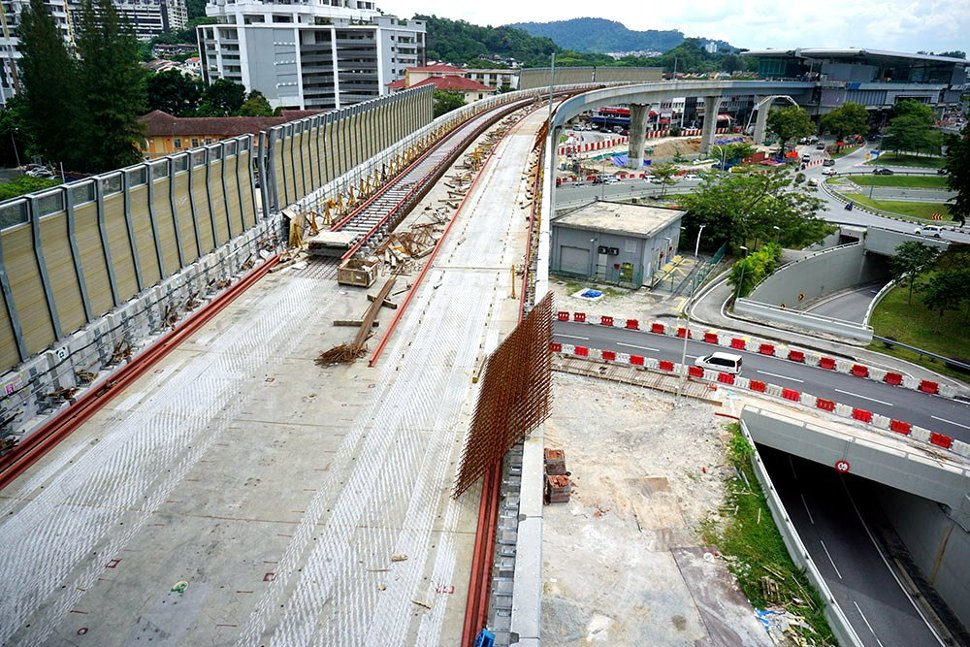 Trackworks is being carried out on the MRT guideway. (Jan 2016)