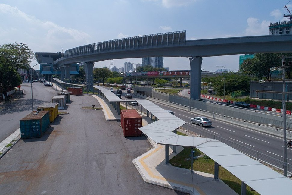 The pedestrian walkways leading to the Taman Pertama Station has been built. (Jan 2017)