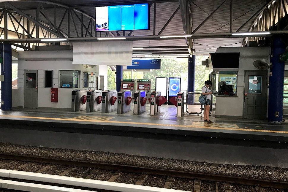 Boarding platform at Pandan Indah LRT Station