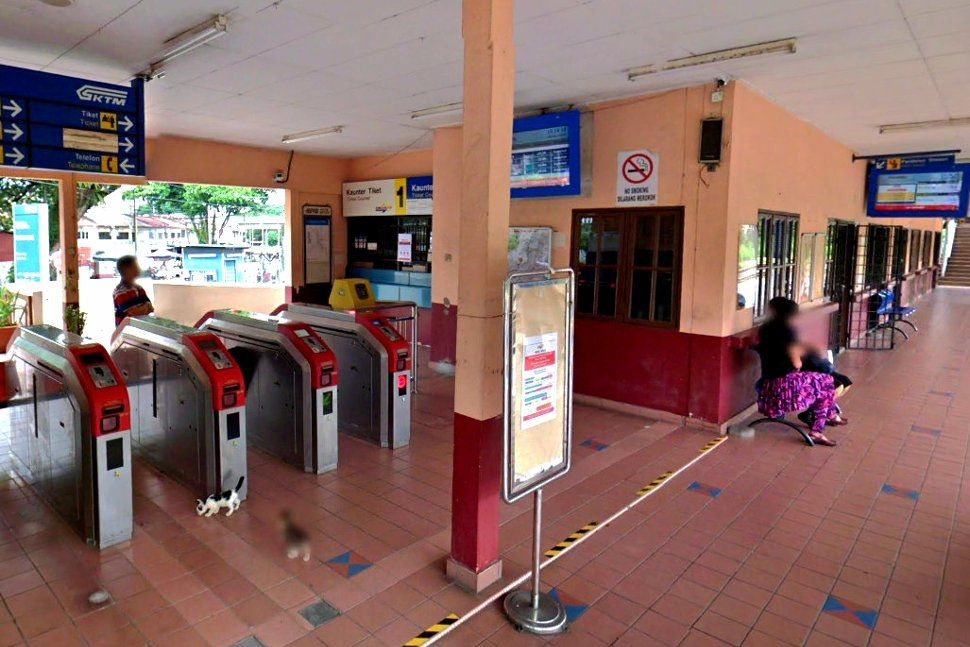 Ticket counter and faregates at the station