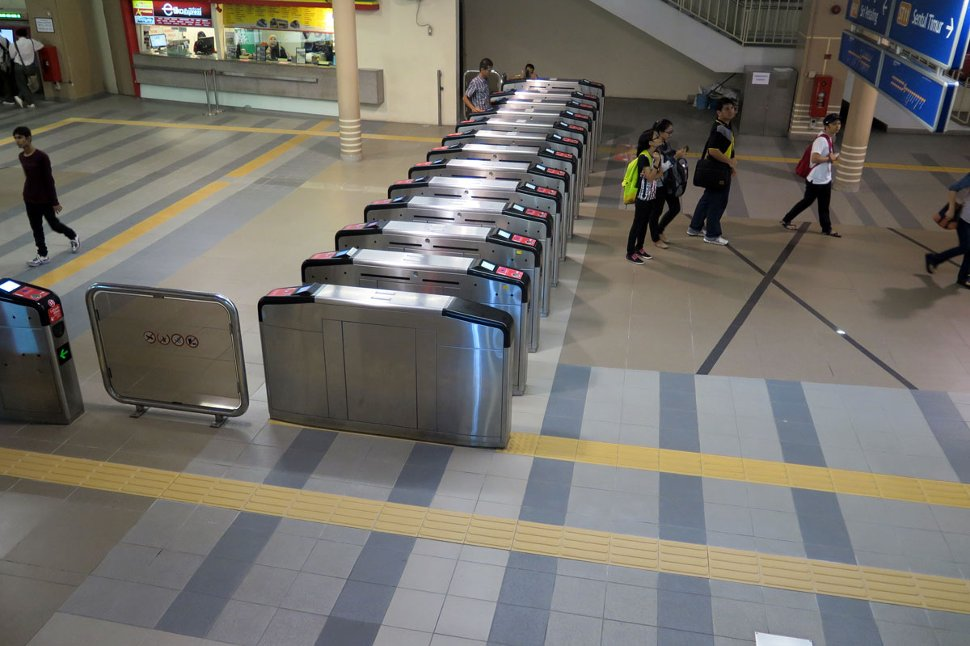 Concourse level at Plaza Rakyat station