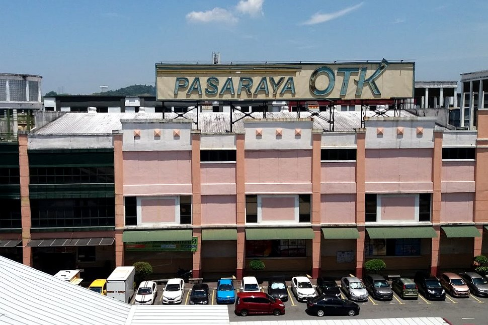 Pasaraya OTK next to LRT station