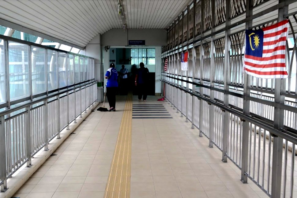 Pedestrian walkway to the boarding area