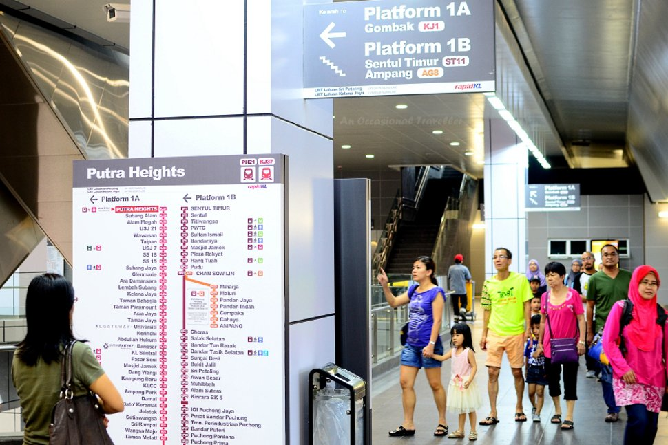 Concourse level at Putra Heights LRT station