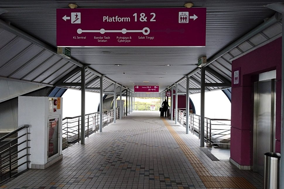 Pedestrian bridge to switch platform