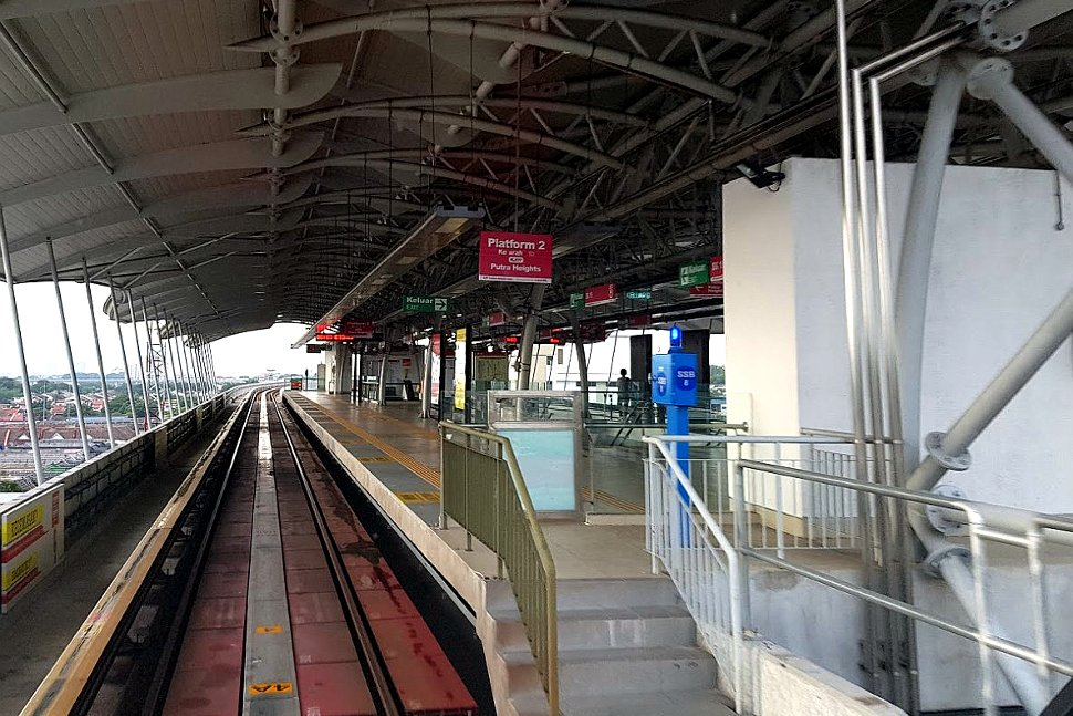 Boarding platform at SS 15 LRT station