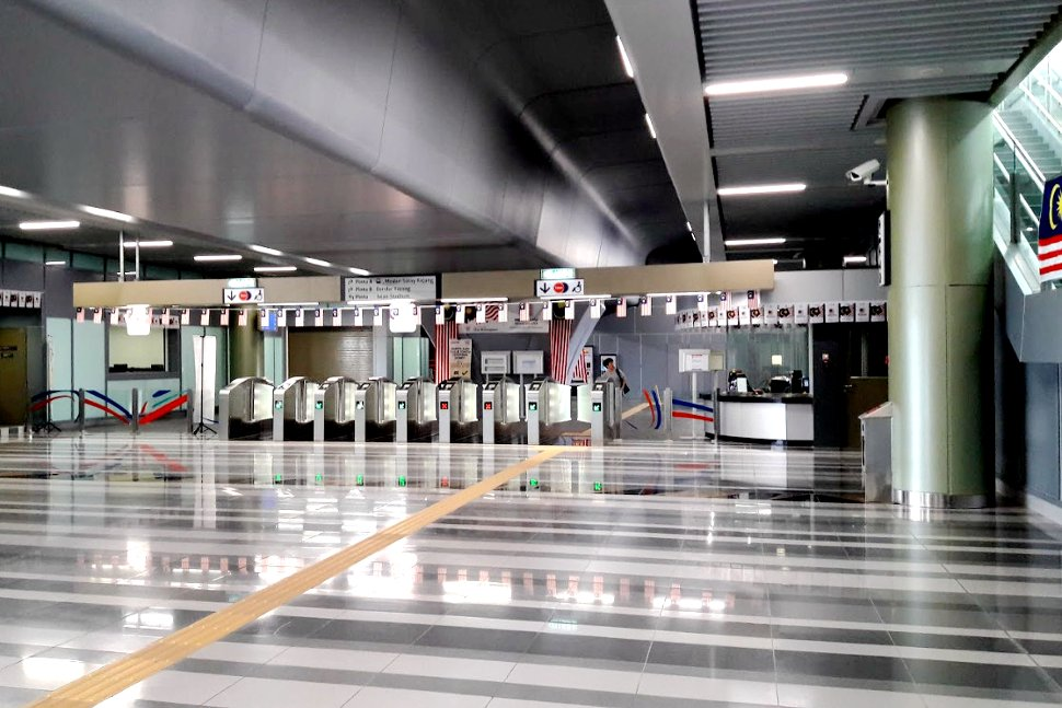 Faregates and customer service office at the concourse level