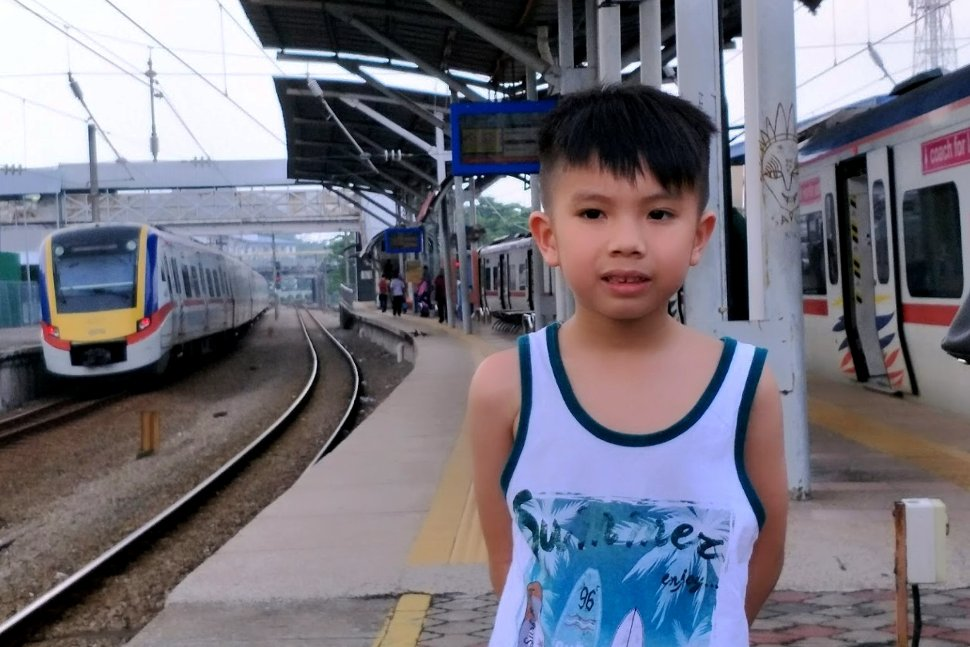 Young kid at the boarding platform