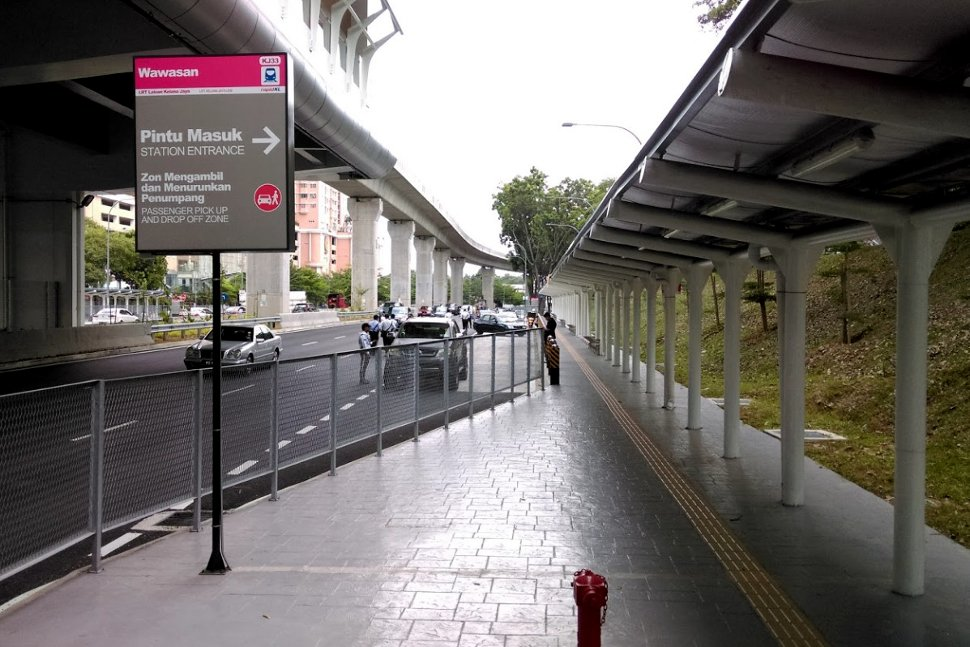Walkway to Wawasan LRT station